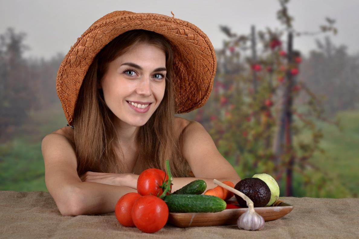 dívka a zelenina